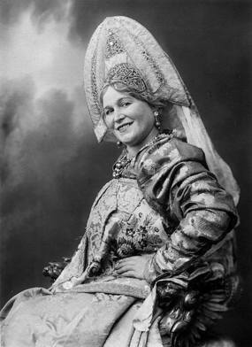 Woman-in-russian-traditional-dress-bw