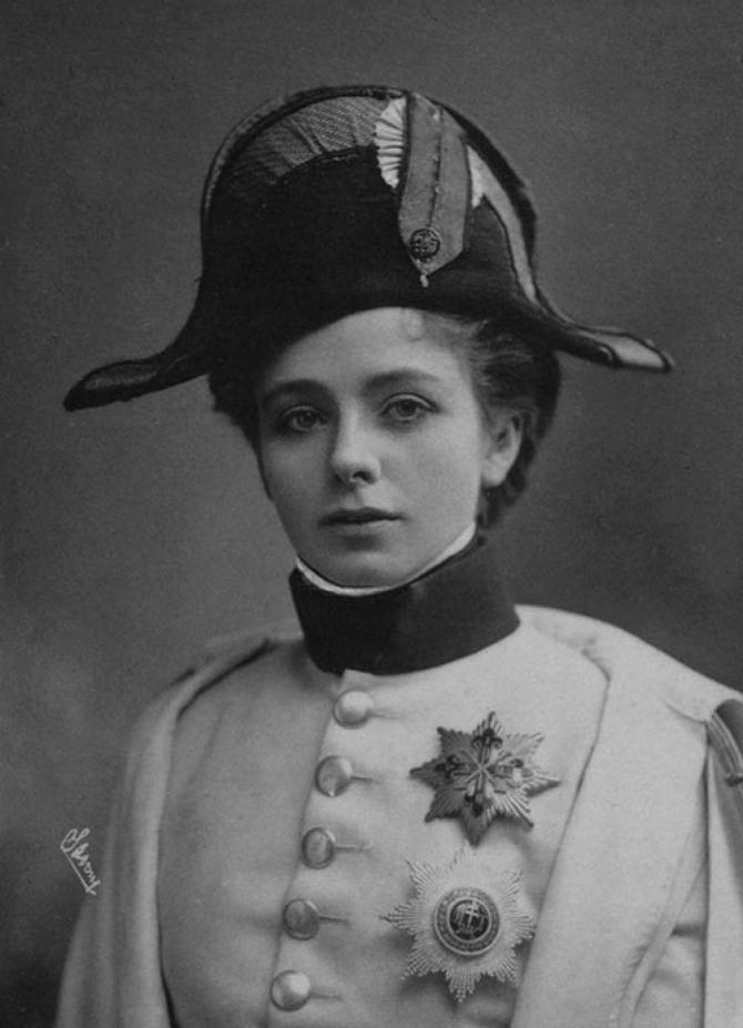 Maude-Adams-Napoleon-II-1900-L'Aiglon-Edmond-Rostand-bw.jpg