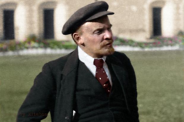 Lenin-Kremlin-Moscow-Russia-16-October-1918.jpg
